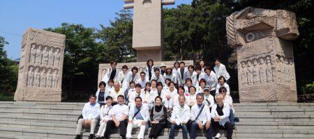 20160520巡教旅行墓苑 (2)